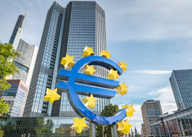 ECB is obliged to support the low-carbon transition